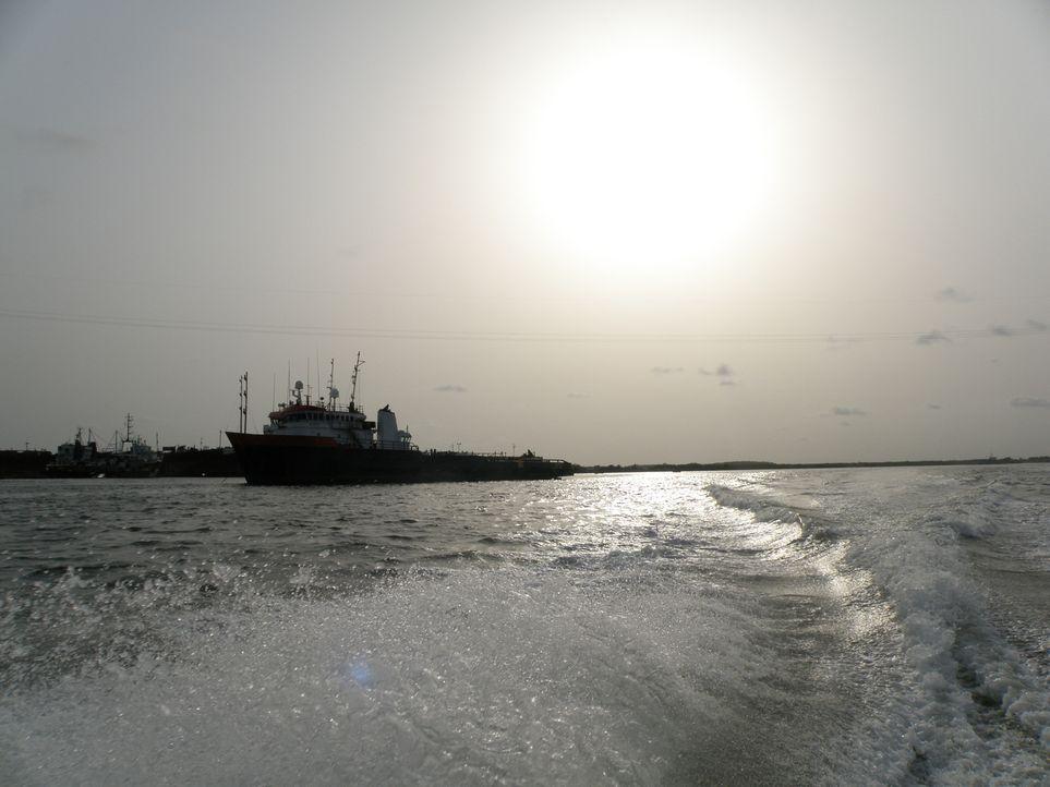 Pirates of Somalia: Enthüllungsjournalist Ross Kemp begleitet die Crew der HMS Northumberland - eine Fregatte der königlichen Marine. Sie hat den Au... - Bildquelle: British Sky Broadcasting