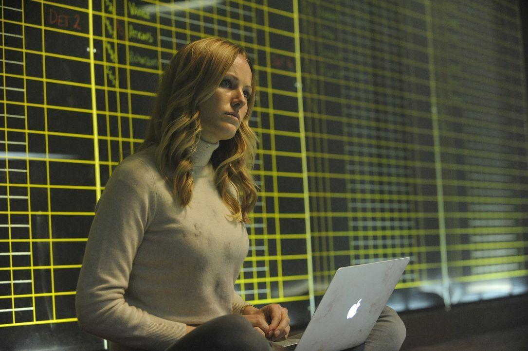 """Zivilistin Katherine (Malin Akerman) ist in einer streng geheimen """"Numbers Station"""" dafür zuständig, Nachrichten zu entschlüsseln. Als sie auf einen... - Bildquelle: Liam Daniels 2012 Universum Film GmbH - Alle Rechte vorbehalten."""