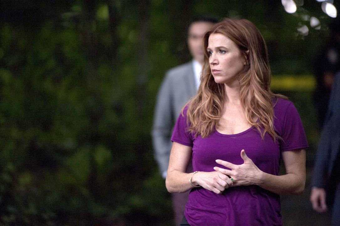 Ermittelt in einem neuen Fall: Carrie Wells (Poppy Montgomery) ... - Bildquelle: Jojo Whilden 2013 Sony Pictures Television Inc. All Rights Reserved.
