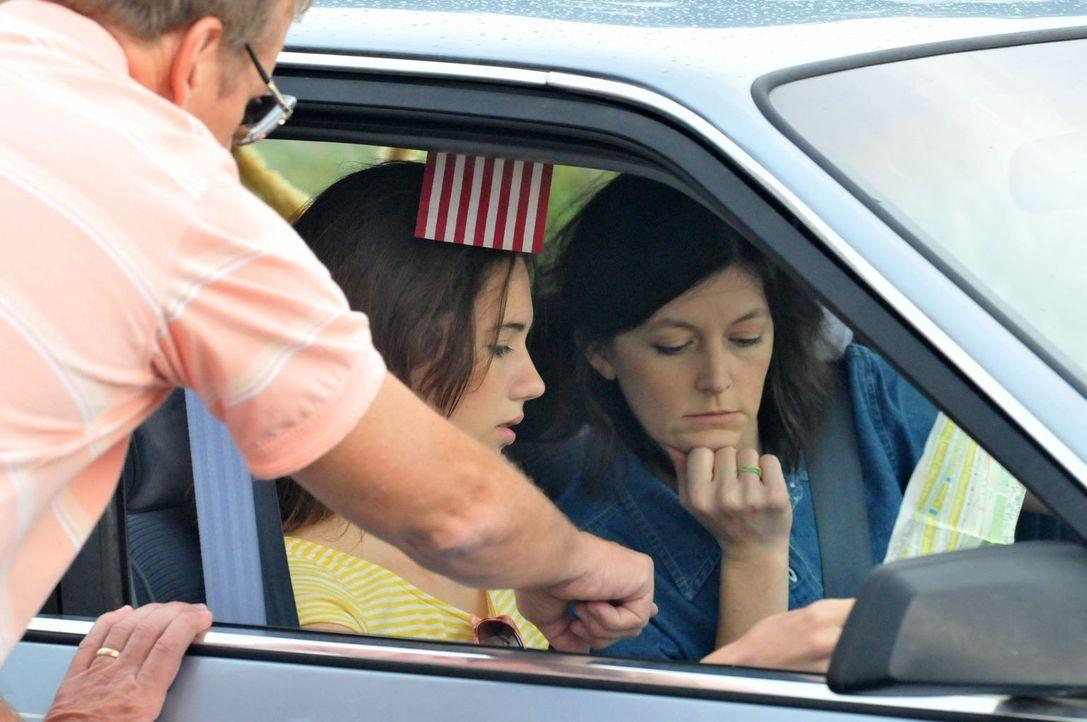 Urlaub ohne Rückkehr: Als Joan Rogers (r.) und ihre beiden Töchter Christie (M.) und Michelle zu ihrem Trip nach Florida aufbrechen, ahnen sie noch... - Bildquelle: Robert Crum Cineflix 2013