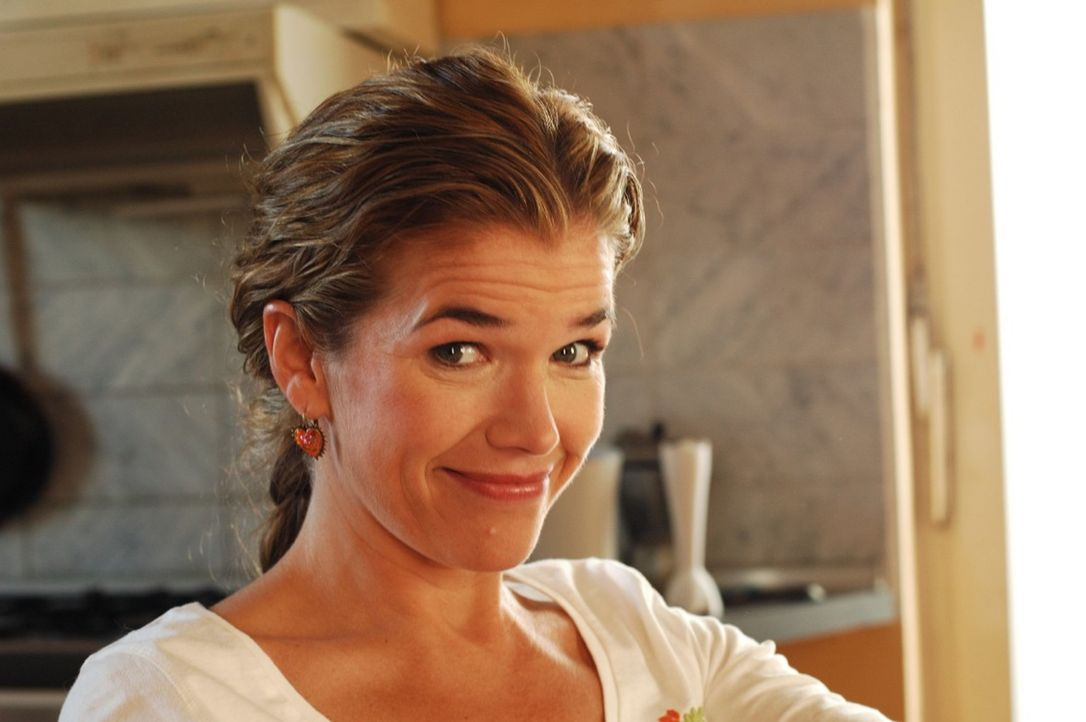 Anke Engelke als Pizzafahrerin Sybille - Bildquelle: Martin Lässig Sat.1