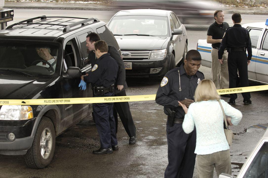 Die Polizei fährt zu einem Tatort, an dem einem Mann mitten ins Gesicht geschossen wurde. Das Opfer ist 40 Jahre alt und heißt Jeff Zack. Obwohl Jef... - Bildquelle: Ben Mark Holzberg Cineflix 2007
