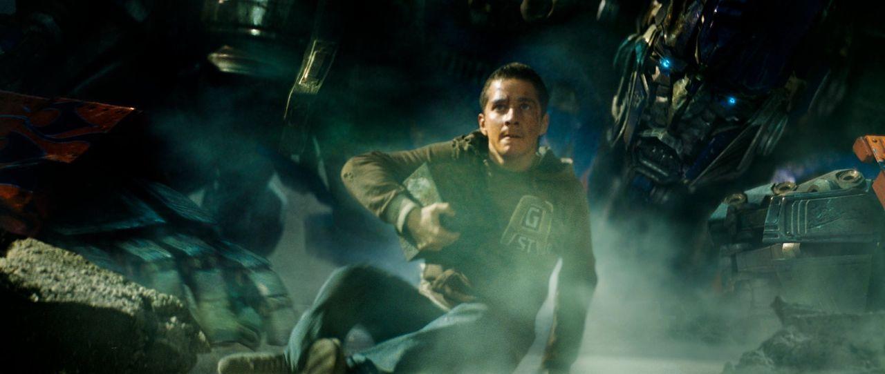 Die Transformers sind auf der Suche nach einem geheimnisvollen Würfel, der über Sieg oder Niederlage entscheidet. Nun wird Sam (Shia LeBeouf) sowo... - Bildquelle: 2008 DREAMWORKS LLC AND PARAMOUNT PICTURES CORPORATION. ALL RIGHTS RESERVED.