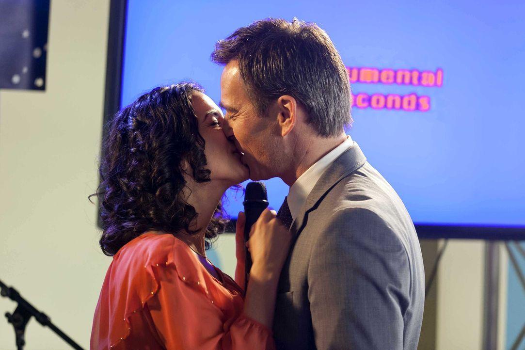 Während Kurt um seinen Hausmeister-Job bangt, beobachtet Danni mit gemischten Gefühlen, die Hochzeitsvorbereitungen von Anwalt Oliver Schmidt (Jan... - Bildquelle: Frank Dicks SAT.1