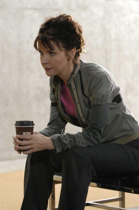 Diana (Jacqueline McKenzie) ist besorgt um ihren Kollegen Tom ... - Bildquelle: Viacom Productions Inc.
