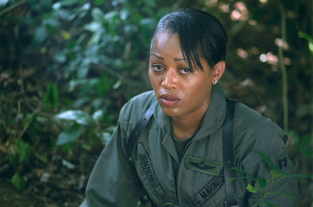 """Als ein amerikanischer Helikopter mit dem Rufnamen """"Eagle One"""" mitten im philippinischen Dschungel abstürzt, gerät die Pilotin Amy Jennings (Theresa... - Bildquelle: 2005 The Pacific Trust. All Rights Reserved."""