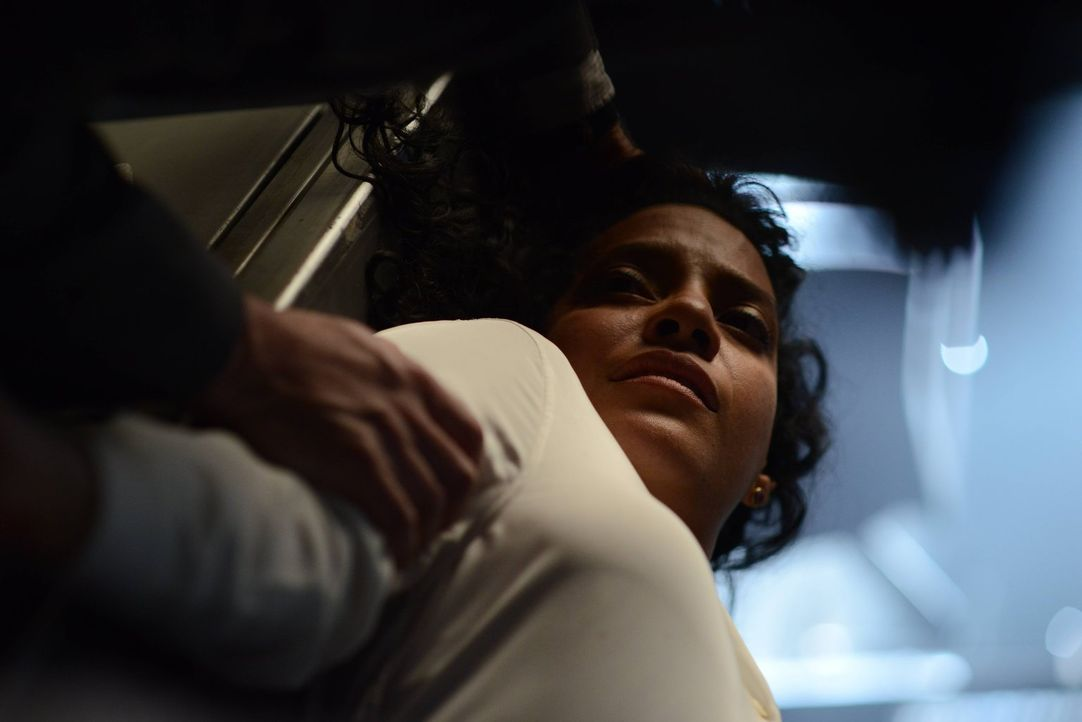 Muss Sarah Essen (Zabryna Guevara), Captain des Gotham City Police Department, ihr Leben lassen? - Bildquelle: Warner Brothers