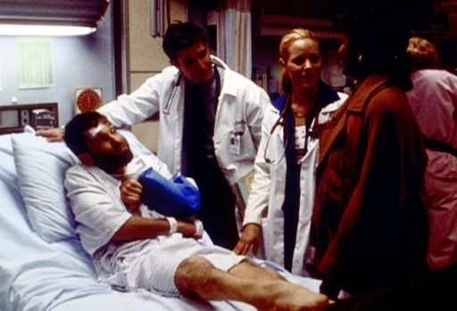 Emergency Room - Beschämt müssen Del Amico (Maria Bello, 2.v.r.) und Carter (...