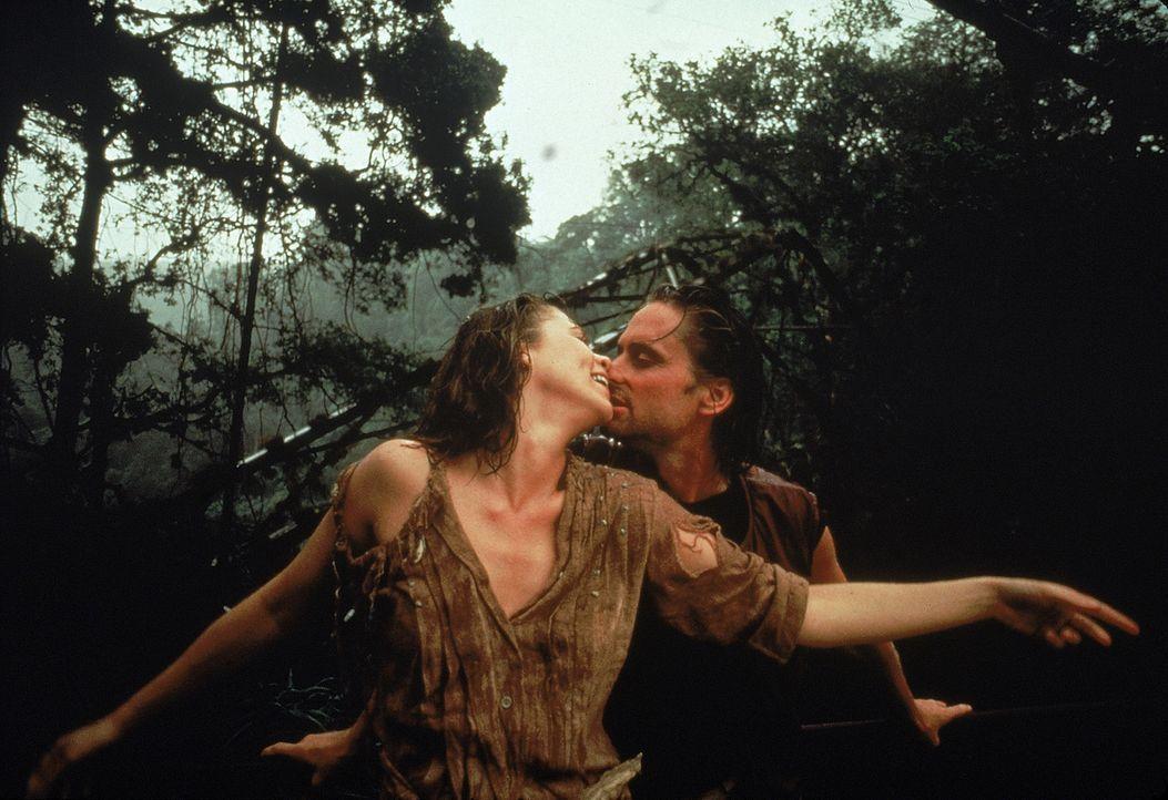 Lassen sich bei ihrer Suche nach dem grünen Diamanten von schier unüberwindlichen Hindernissen nicht beirren: Joan (Kathleen Turner, l.) und Jack (M... - Bildquelle: 1984 Twentieth Century Fox Film Corporation.  All rights reserved.