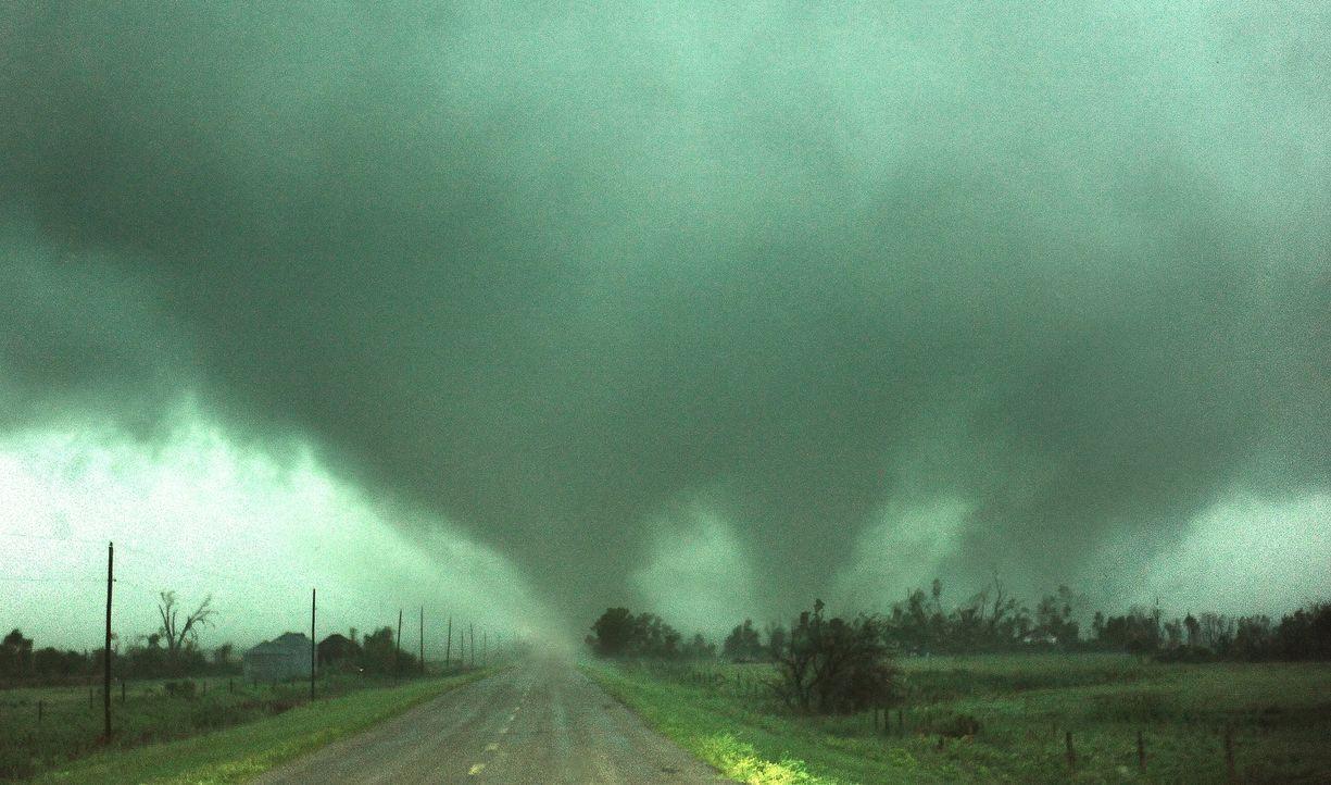 Für den letzten, monströsen Sturm der Saison begeben sich die Tornado Hunter in Lebensgefahr ...