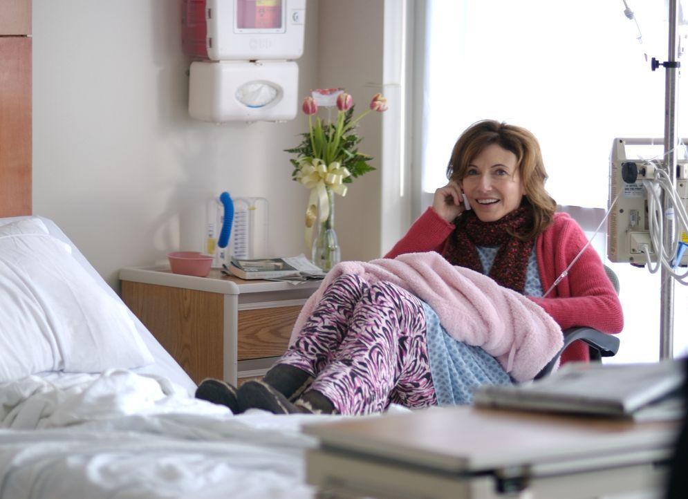 Carltons Mutter (Mary Steenburgen) muss eine lebensgefährliche OP machen lassen und bittet ihn deshalb, sich auf die Suche nach seinem Vater, dem le... - Bildquelle: 2008 BY OPEN ROAD INVESTMENTS, LLC. ALL RIGHTS RESERVED