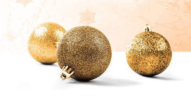 Weihnachtskugeln_V_Pixabay
