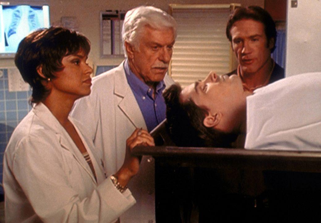 Amanda (Victoria Rowell, l.), Mark (Dick Van Dyke, 2.v.l.) und Steve (Barry Van Dyke, r.) glauben nicht, dass der Schauspieler Derek Shaw bei einem... - Bildquelle: Viacom