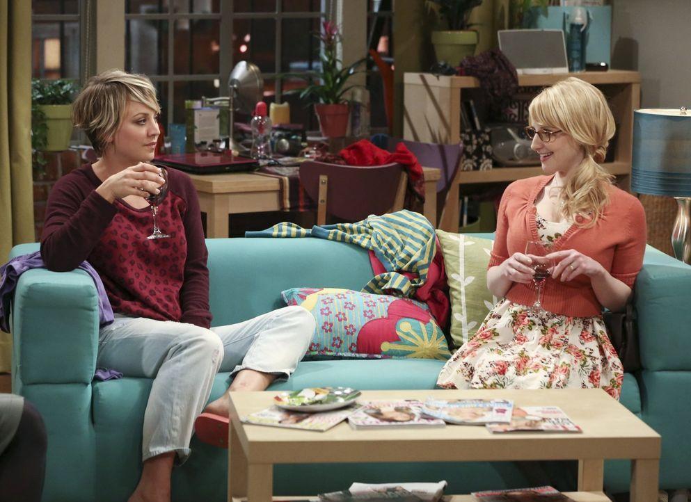 Hört Penny (Kaley Cuoco, l.) auf den Rat ihrer Freundin Bernadette (Melissa Rauch, r.) und geht nicht zu dem Vorsprechen? - Bildquelle: Warner Bros. Television