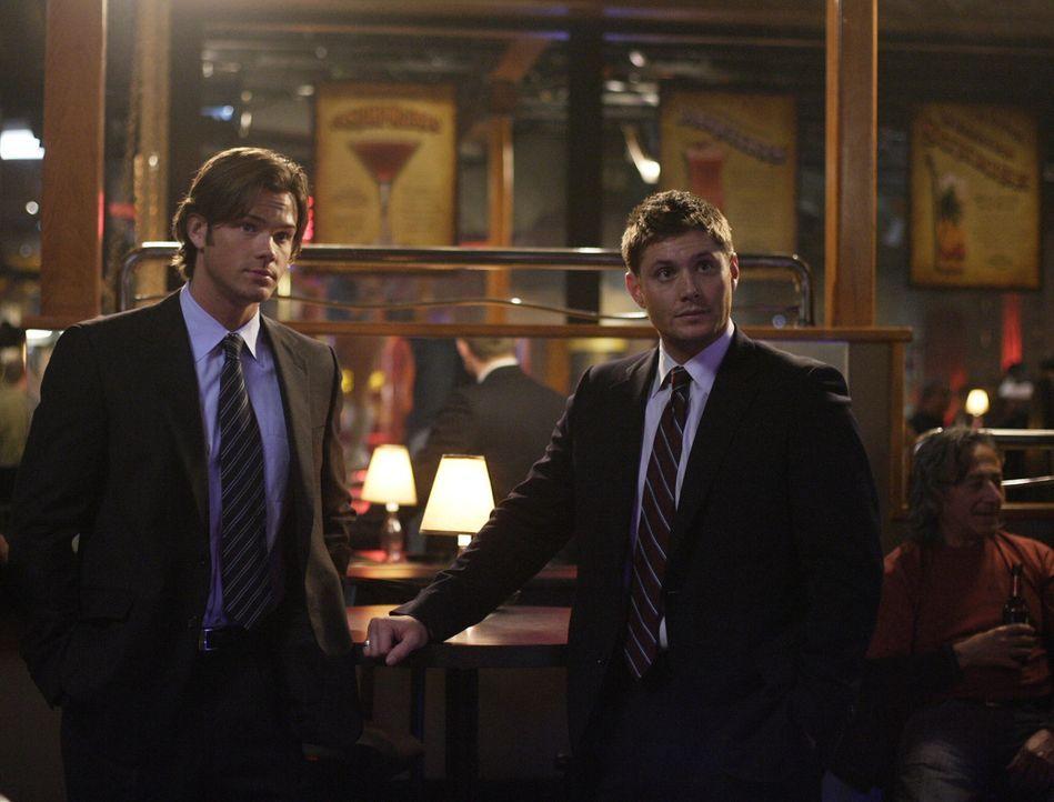 In einer Kleinstadt in Iowa werden Ehefrauen von ihren Männern kaltblütig ermordet. Sam (Jared Padalecki, l.) und Dean (Jensen Ackles, r.) stehen... - Bildquelle: Warner Bros. Television