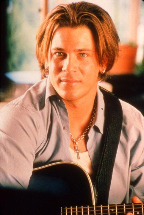 Eines Tages tritt der weiße Gitarrist Billy (Christian Kane) in das Leben der schwarzen Schönheit Camille. Er ist nicht nur viel lustiger als ihr... - Bildquelle: TM &   2003 Paramount Pictures Corporation