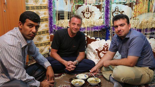 Tom Waes' (M.) Iran-Trip hält für den Journalisten einige Überraschungen bere...