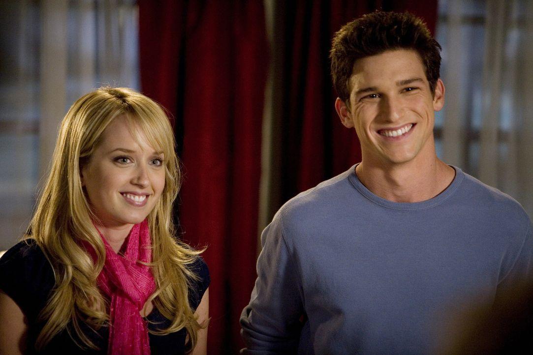 Will Ricky (Daren Kagasoff, r.) wirklich nur, dass die hübsche Grace (Megan Park, l.) ihre große Liebe, trotz elterlichen Verbots, treffen kann oder... - Bildquelle: ABC Family