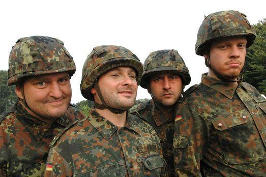 Markus Maria Profitlich (l.) ist wieder mal bei der Bundeswehr. - Bildquelle:...