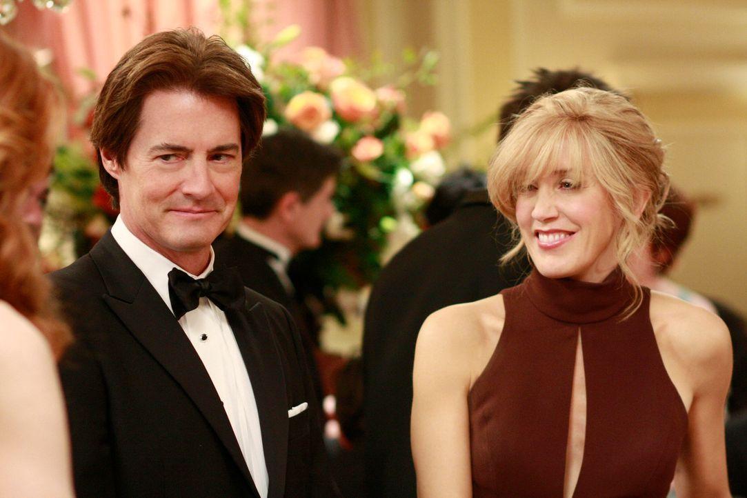Nehmen an der Verleihung des Founder's Award teil und sind gespannt, wer die Auszeichnung erhält: Orson (Kyle MacLaclan, l.) und Lynette (Felicity H... - Bildquelle: ABC Studios
