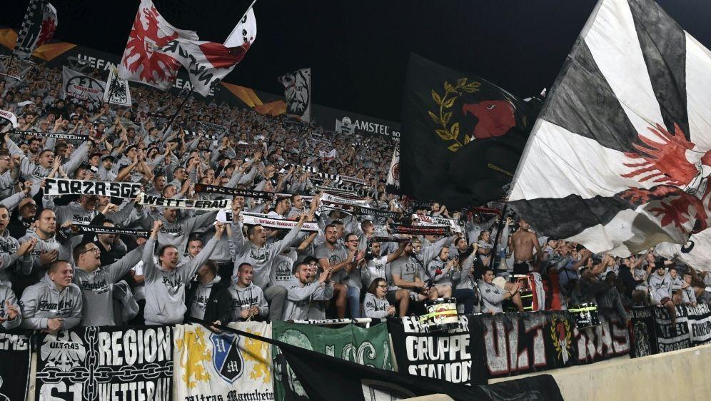 Rund 5000 Fans der Eintracht waren auf Zypern dabei - Bildquelle: AFPSID
