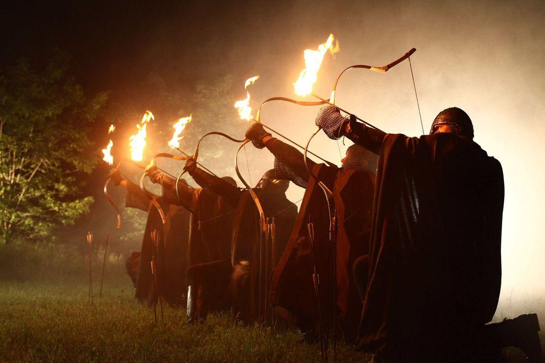 Zur Zeit der Kreuzzüge: Nachdem Konrad ihn des Mordes bezichtigt hat, lässt der Abt von Maulbronn seine Mannen ausrücken, um die Laurins zu verni... - Bildquelle: ProSieben