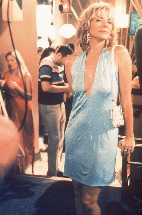Sam (Kim Cattrall) lernt recht schnell, dass auch im scheinbar so lockeren Los Angeles ein kleiner Fauxpas ausreicht, um aus dem Paradies der Siliko... - Bildquelle: Paramount Pictures