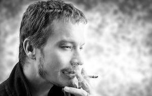 junger-mann-zigarette