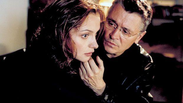 Schon bald kommt Sylvie (Catherine Flemming, l.) ein schrecklicher Verdacht:...