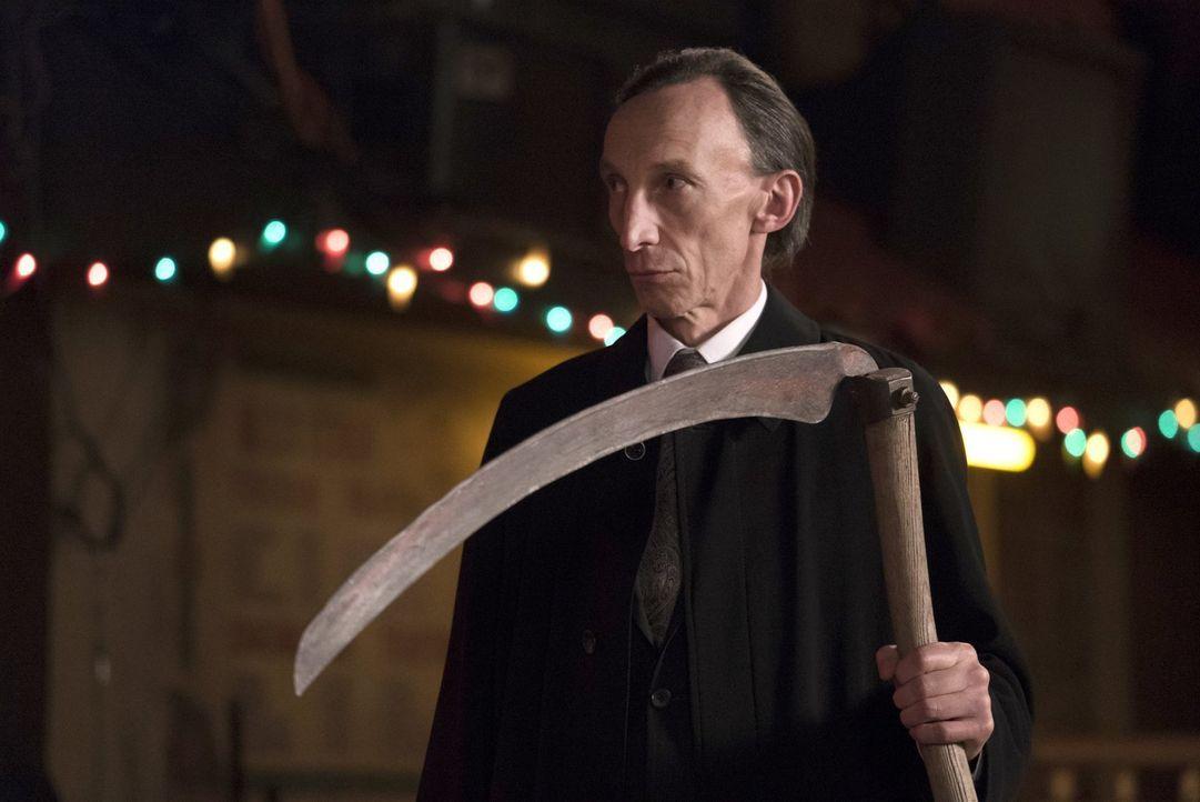 Der Tod (Julian Richings) eröffnet Dean, welch wichtige Rolle das Mal wirklich spielt und warum Gott es eigentlich erschaffen hat ... - Bildquelle: 2016 Warner Brothers
