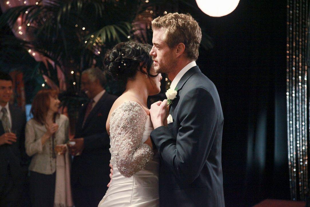 Der Tag der Hochzeit von Callie (Sara Ramirez, l.) und Arizona ist gekommen. Mark (Eric Dane, r.) steht seiner besten Freundin an ihrem besonderen T... - Bildquelle: ABC Studios