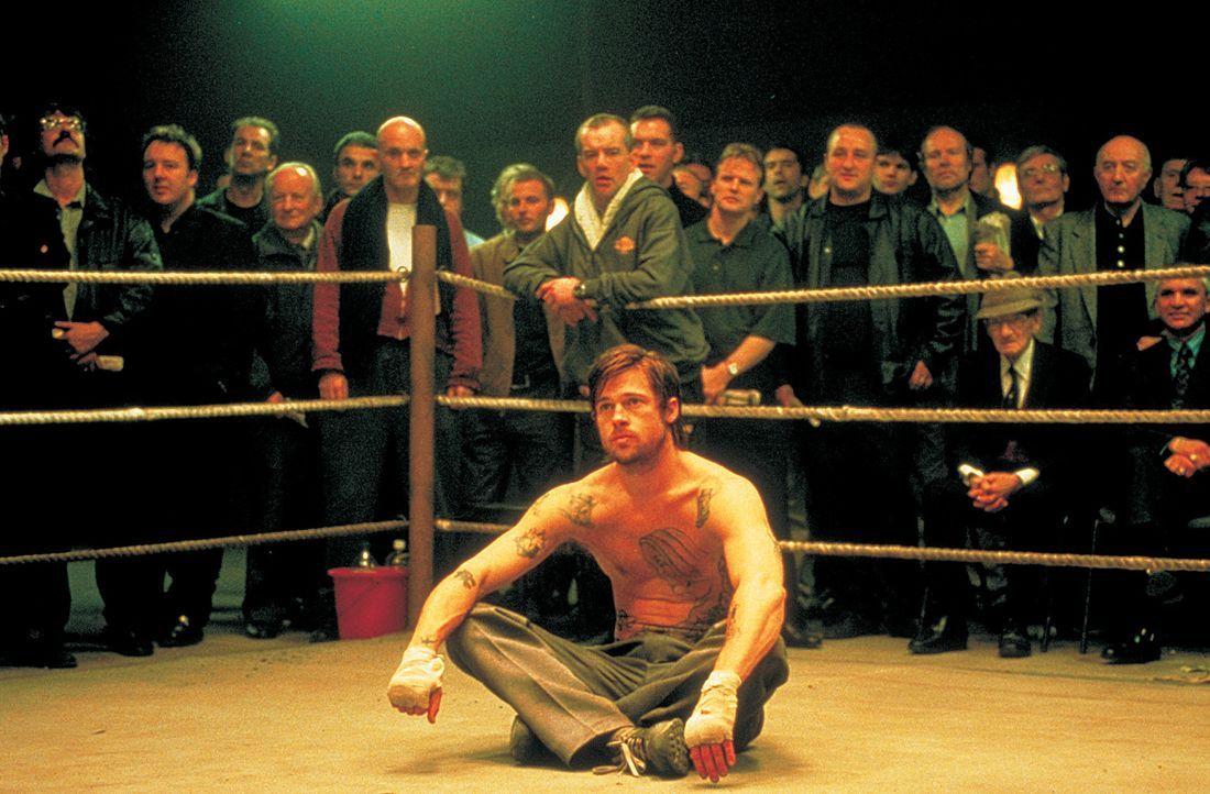 Als der eigensinnige irische Zigeuner Mickey (Brad Pitt) an eigenartige Liebhaber des Boxsportes und hemmungslose Geschäftsleute gerät, nimmt eine... - Bildquelle: 2003 Sony Pictures Television International. All Rights Reserved.