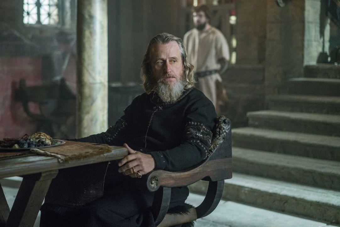 Was wird König Ecbert (Linus Roache) mit Ragnar tun? - Bildquelle: 2016 TM PRODUCTIONS LIMITED / T5 VIKINGS III PRODUCTIONS INC. ALL RIGHTS RESERVED.