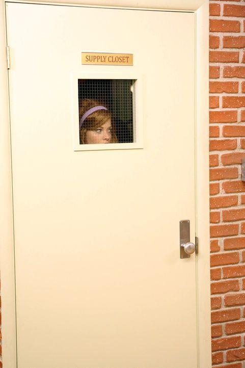 Macht eine ganz besondere Entdeckung: Tessa (Jane Levy) ... - Bildquelle: Warner Brothers