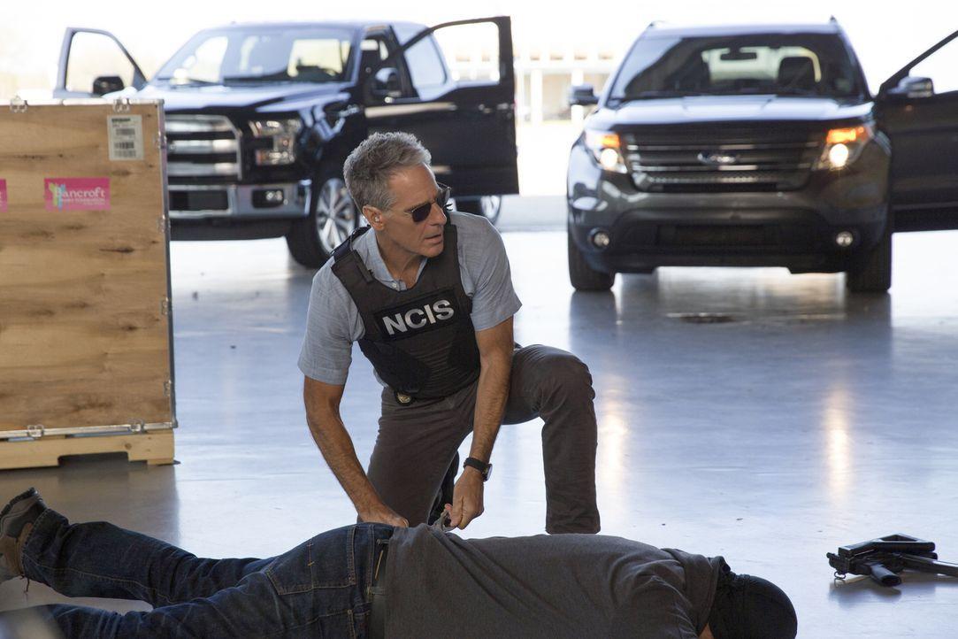 Nachdem Pride (Scott Bakula) ein Überwachungsband des Bürgermeisters angehört hat, bringt der aktuelle Fall für ihn viele unerwartete Wendungen mit... - Bildquelle: 2016 CBS Broadcasting, Inc. All Rights Reserved