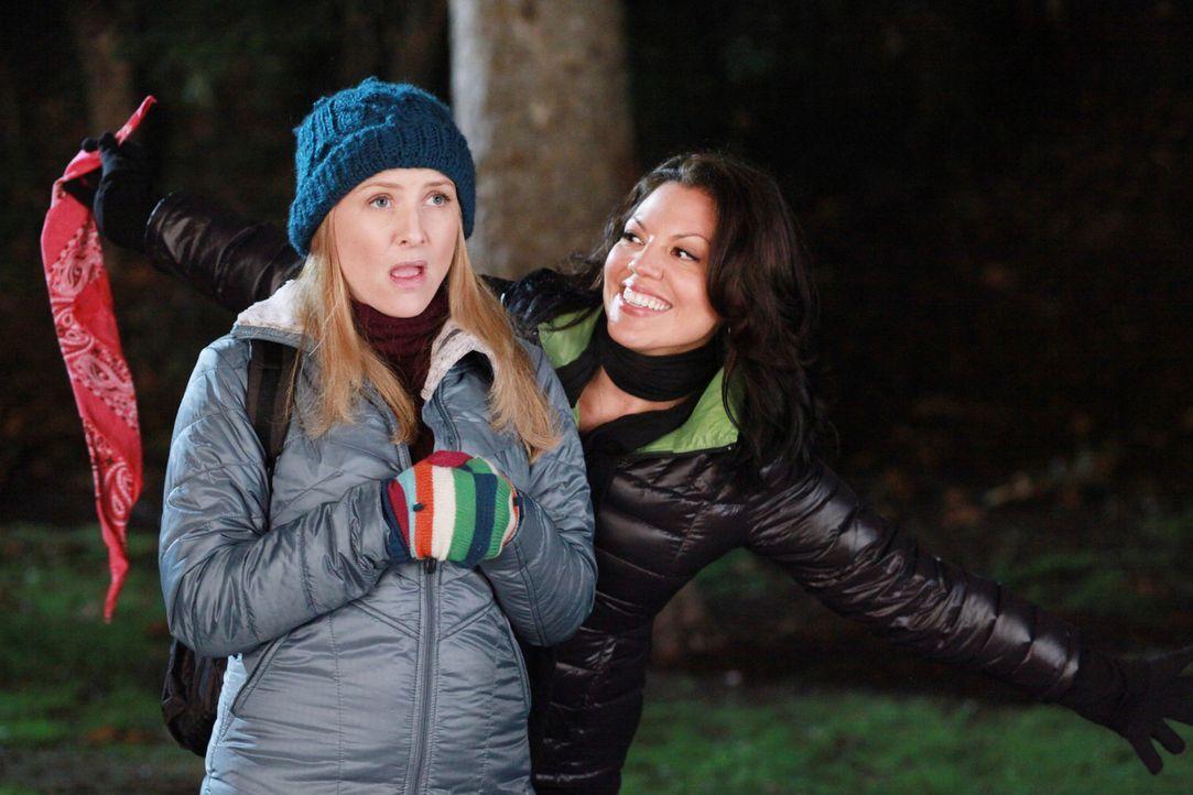 Am Valentinstag hat Callie (Sara Ramirez, r.) eine ganz besondere Überraschung für Arizona (Jessica Capshaw, l.) ... - Bildquelle: ABC Studios