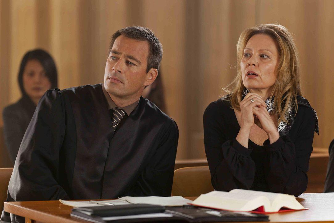 Danni musste den Fall von Monika Ditscheid (Antje Schmidt, r.) abgeben. Oliver (Jan Sosniok, l.) übernimmt und gemeinsam versuchen sie nun, den Fall... - Bildquelle: Frank Dicks SAT.1