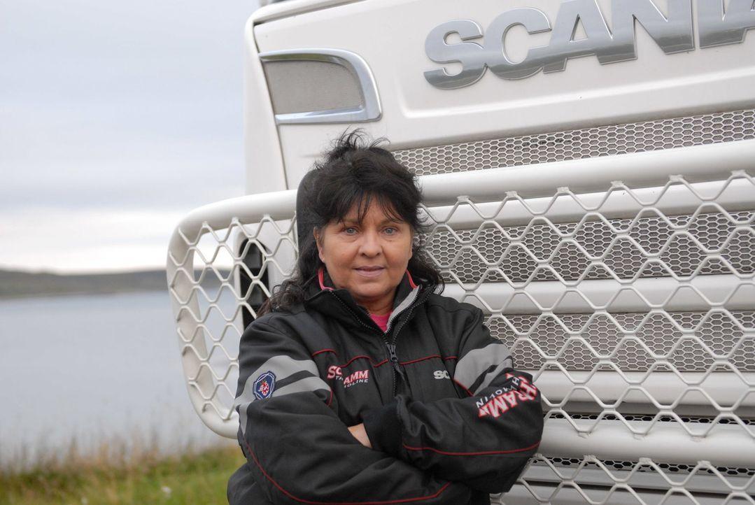 """Truckerin Annette Ulreich (Spitzname """"Der Haudegen"""") aus Pfofzheim weiß sich durchzusetzen und genießt die Freiheiten, die ihr Job als Truckerin mit... - Bildquelle: kabel eins"""