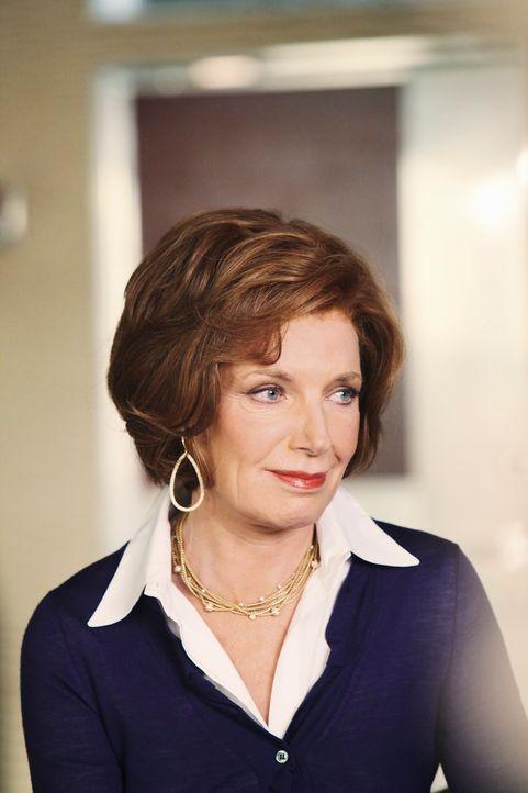 Martha (Susan Sullivan) macht sich Hoffnungen, als sie erfährt, dass Kate Beckett vorübergehend bei ihrem Sohn wohnen wird. - Bildquelle: ABC Studios
