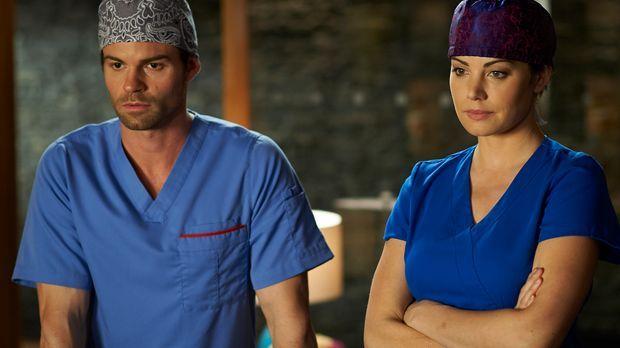 Das Berufsleben als Ärzte beeinflusst auch immer das Privatleben von Alex (Er...