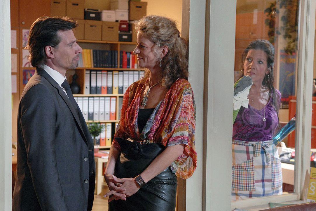 Nur seine Gegnerin Barbara Böll (Anuk Ens, M.) gibt Alex (René Steinke, l.) eine Chance. Auf drei Monate befristet kann er eine Schwangerschaftsvert... - Bildquelle: Christoph Assmann Sat.1