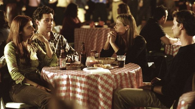 Abby (Maura Tierney, 2.v.r.) kann es nicht fassen, ihr Bruder Eric (Tom Evere...