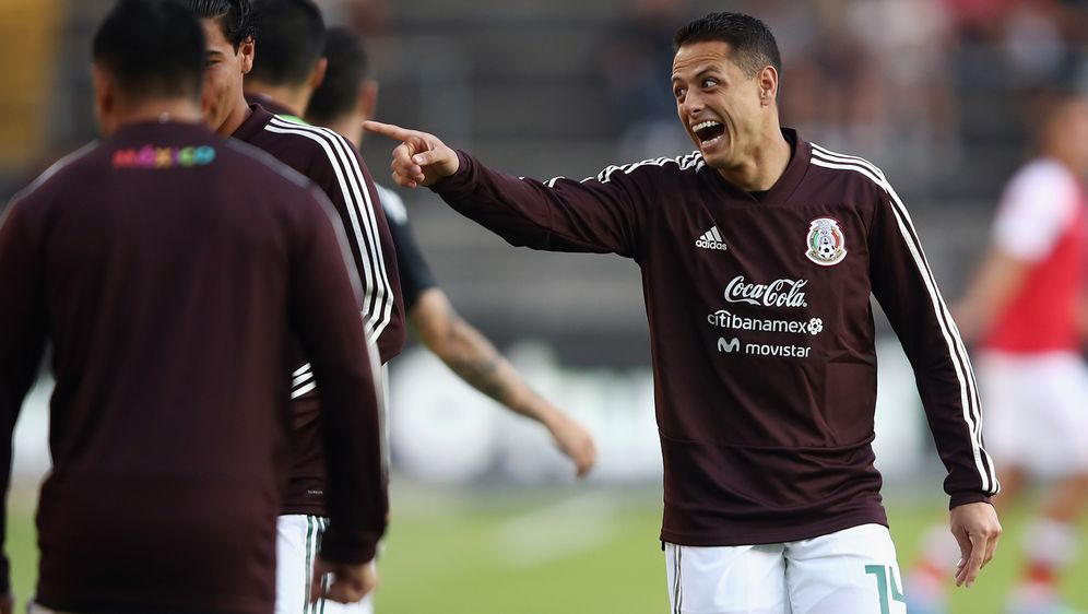 Mexiko-Star Chicharito nimmt seine Mitspieler in der angeblichen Escort-Girl... - Bildquelle: 2018 Getty Images