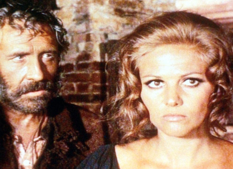 Cheyenne (Jason Robards jr., l.) beschwört Jill (Claudia Cardinale, r.), den Bahnhof zu bauen und damit das Vermächtnis ihres ermordeten Mannes zu e... - Bildquelle: Paramount Pictures