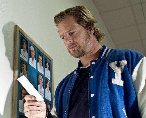 Mick (Henning Baum) hat 20 Jahre als Komapatient im Krankenhaus verbracht - und ist nicht sonderlich scharf auf Klinik-Recherchen... - Bildquelle: Martin Rottenkolber - Sat1