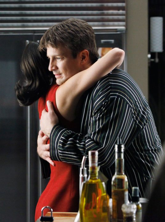 Wird Castle (Nathan Fillion, r.) das Angebot seiner Agentin Paula Haas (Debi Mazar, l.) wirklich annehmen und die Zusammenarbeit mit Detective Becke... - Bildquelle: ABC Studios