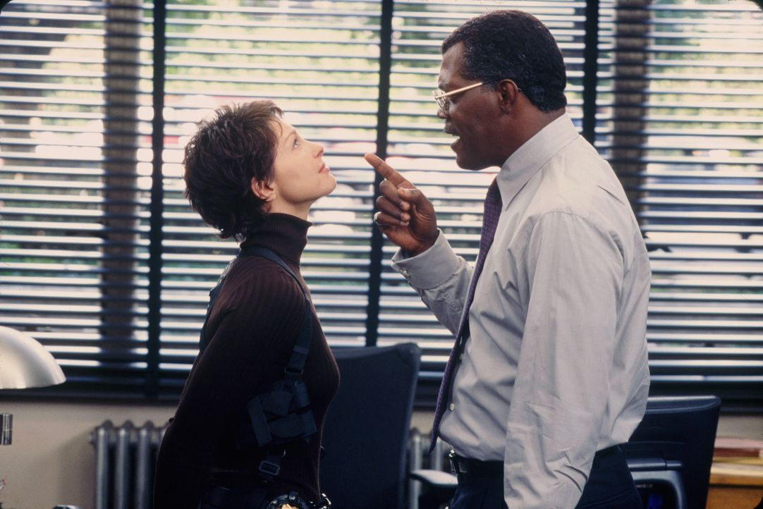 Keine leichte Situation für die Polizistin Jessica Shepard (Ashley Judd, l.): Polizeichef John Mills (Samuel L. Jackson, r.) ist gleichzeitig ihr Pf... - Bildquelle: Paramount Pictures