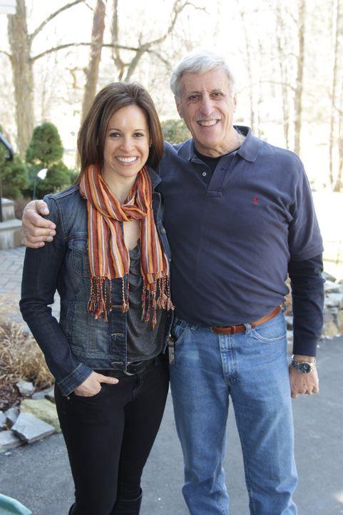 Zum Vatertag hat sich NBCs Today  Moderatorin Jenna Wolfe (l.) ein ganz besonderes Geschenk überlegt. Ihr Vater (r.) soll endlich seinen eigenen Rüc... - Bildquelle: 2012, DIY Network/Scripps Networks, LLC.  All Rights Reserved.