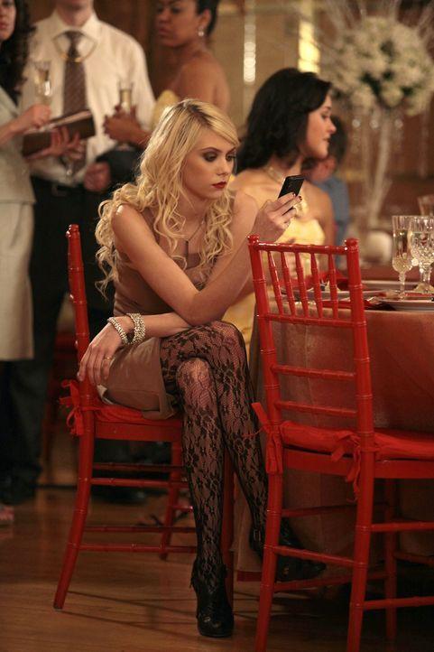 Jenny (Taylor Momsen) versucht immer noch, Serena und Nate auseinander zu bringen. - Bildquelle: Warner Brothers