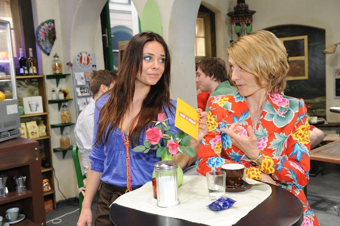 Brigitte (Joana Schuemer, r.) zeigt sich am neuen Business von Paloma (Maja Maneiro, l.) und Maik sehr interessiert. - Bildquelle: SAT.1